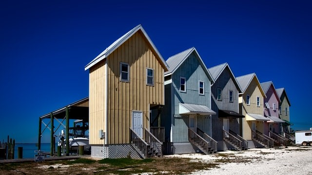 Houses in line on a shore